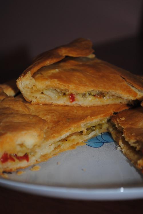 Пиріг з броколі, перцем та цибулею