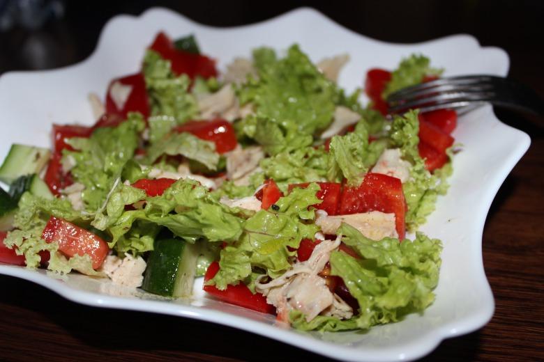 Овочевий салат з куркою