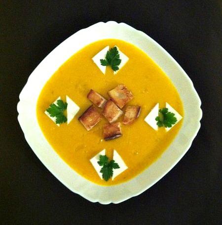 Тыквенная суп-пюре с брынзой и крутоны