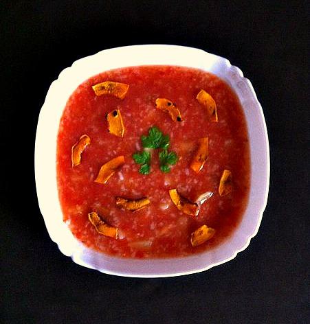 Томатный суп с секретом и тыквенными чипсами