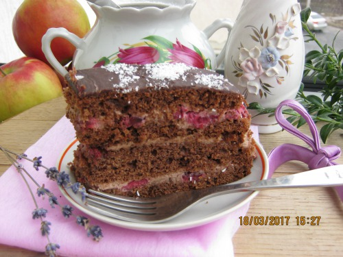 Шоколадно-кавовий торт з фініками