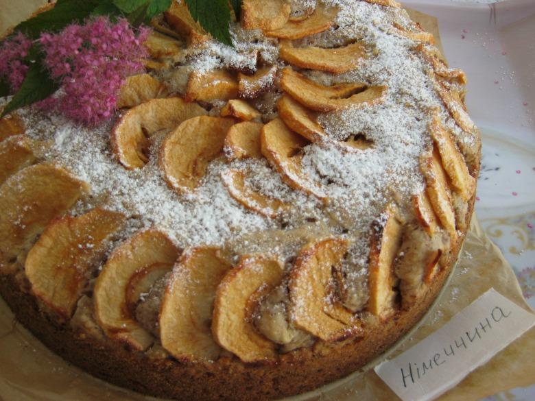 Ароматний яблучний пиріг