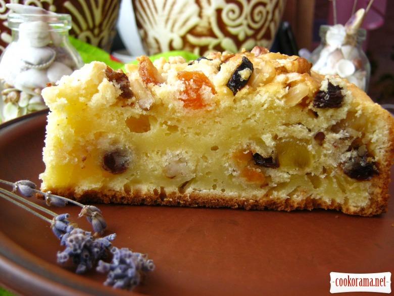 Пиріг сметанний з цукатами, горіхами та родзинками