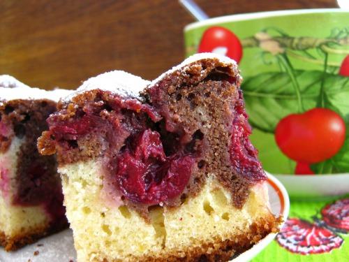 Масляний пиріг із вишнею