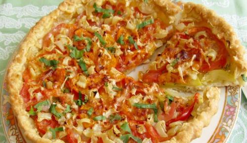 Овочевий пиріг на листковому тісті.