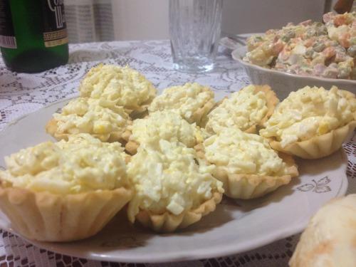 Тарталетки з сирним салатом