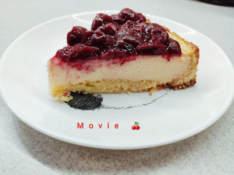 Сирний пиріг з вишневим соусом