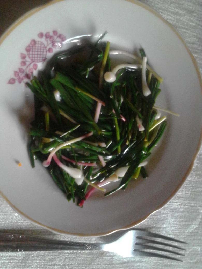 Салат із зеленого часнику по-болгарському