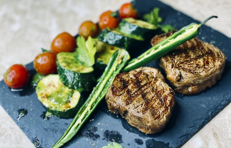 Як приготувати ІДЕАЛЬНИЙ СТЕЙК з яловичини в домашніх умовах - Майстер клас від ШЕФ ПОВАРА