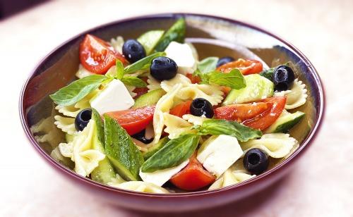 Італійський Салат з Макаронами за 10 хвилин - Фарфалле Капрезе рецепт