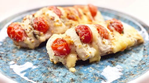 Куряча грудка з помідорами і сиром в духовці