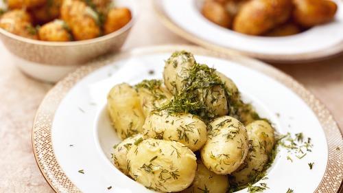 3 способи приготувати молоду картоплю з часником і кропом