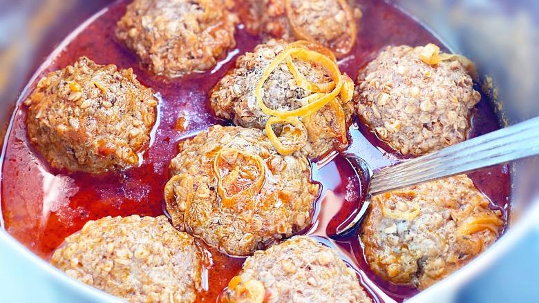 Домашні тефтелі з гречкою в томатному соусі