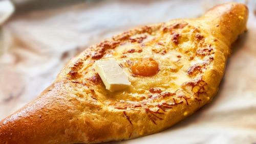 Хачапурі по-аджарськи з сиром в духовці