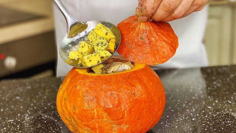 У сезон гарбуза я готую завжди цю супер страву! Смачний гарбуз з м'ясом та картоплею в духовці