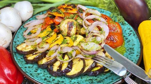 Овочі на грилі зі смачною заправкою як в ресторані