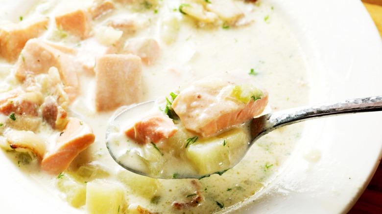 Рибний суп - супер вершковий, найсмачніший! Можна язик проковтнути!