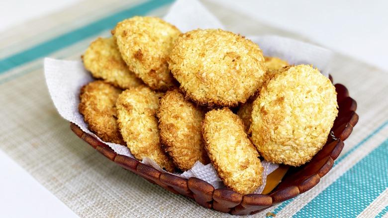 """Кокосове печиво """"рафаелки"""" з трьох інгредієнтів, за 5 хвилин + 15 хвилин на випічку"""