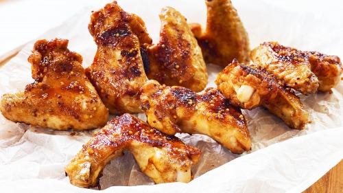 Курячі крильця в медово-соєвому соусі