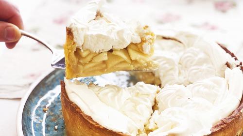 Цвєтаєвський яблучний пиріг з меренгою (безе)