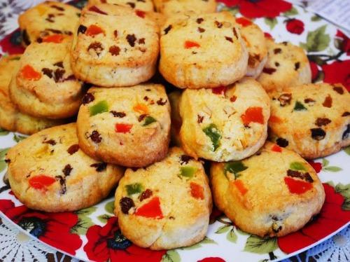 Рождественское печенье с орехами и цукатами