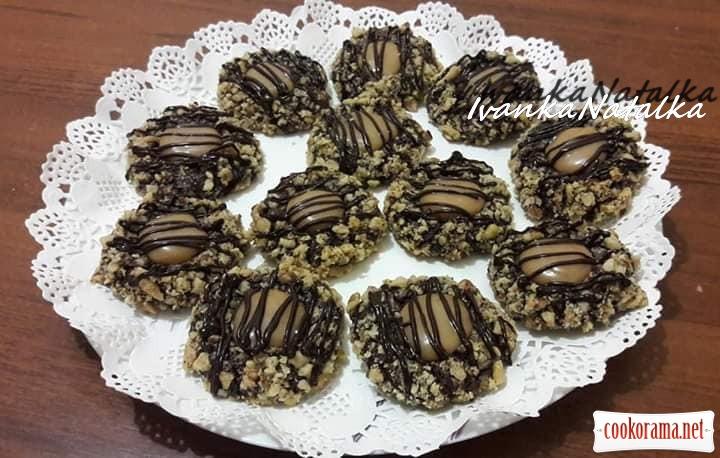 Шоколадно-горіхові гніздечка з карамеллю