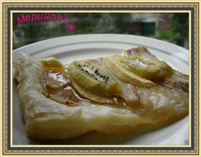 Листковий пиріг з фруктами і медом