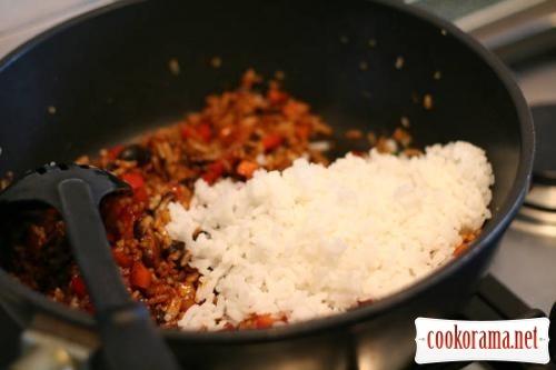 Имбирная рыба с жареным рисом