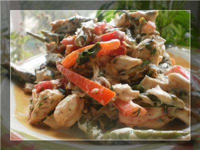 Салат із стручкової квасолі і курки