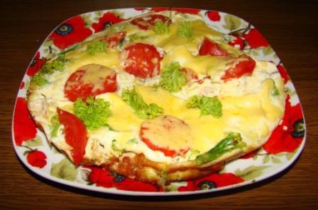 Омлет с брокколи, курицей и сыром